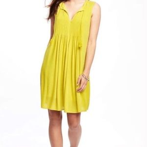 NWT Old Navy Pintuck Dress in Out on a Lime Sz S